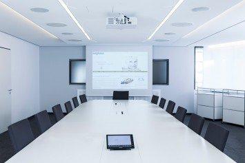 Konferenzraum mit Videotechnik