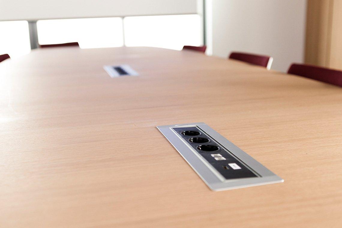 Technische ausstattung schulungsraum besprechungsraum vav for Kleiner konferenztisch