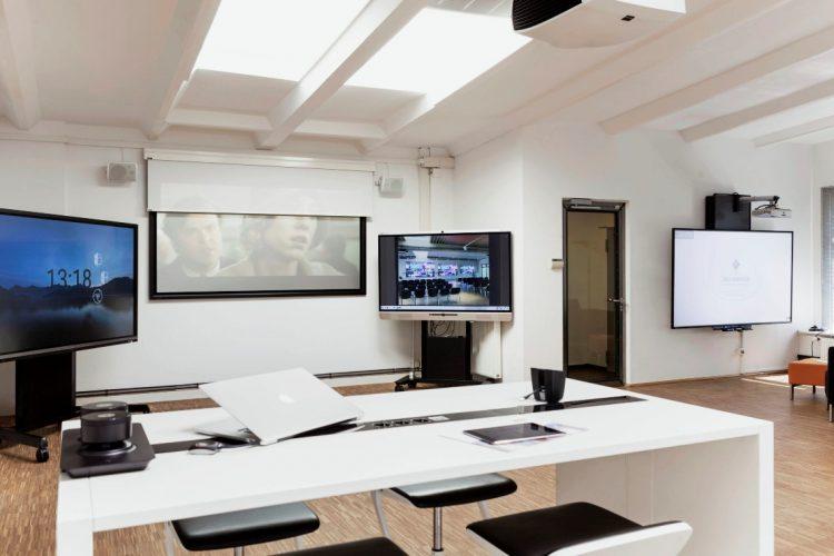VAV Medientechnik Ausstellungsraum Hamburg