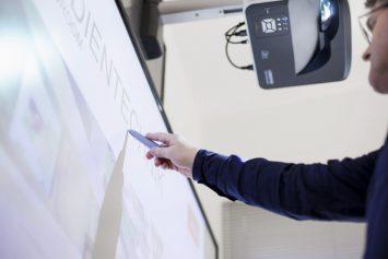 Kurzdistanzprojektor und interaktives Board